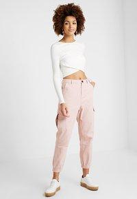 Honey Punch - CARGO - Stoffhose - pink - 1