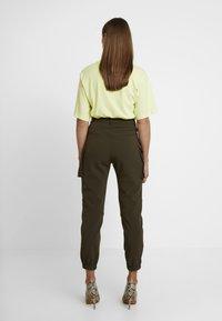 Honey Punch - CARGO TROUSERS - Pantaloni - khaki - 3