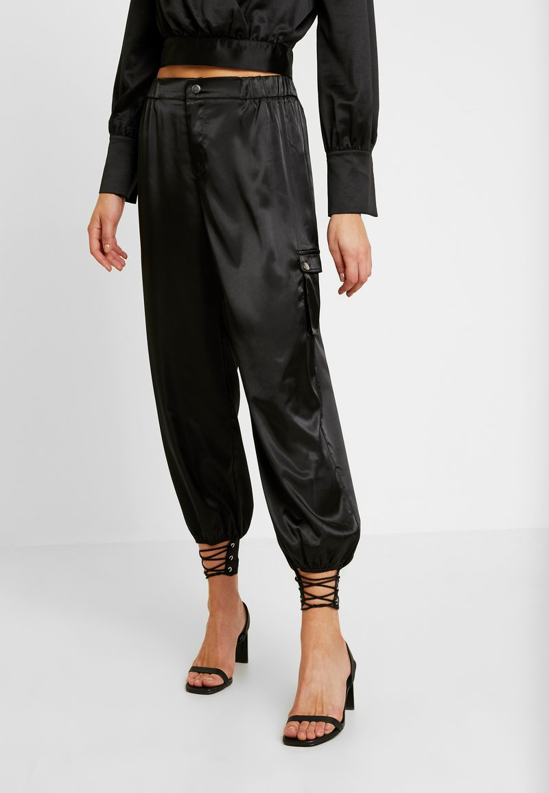 Honey Punch - PANTS WITH CARGO POCKET DETAIL - Trousers - black