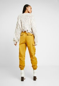 Honey Punch - JOGGER PANTS WITH - Bukse - mustard - 3