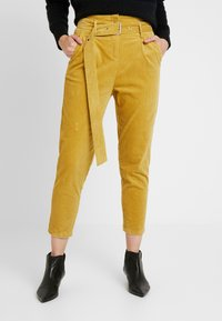 Honey Punch - CROPPED PANT WITH SELF BELT DETAIL - Bukser - mustard - 0