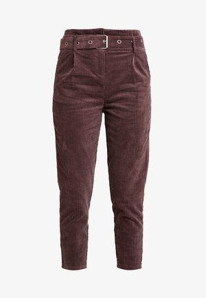 CROPPED PANT WITH SELF BELT DETAIL - Kalhoty - deep plum