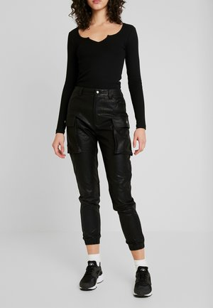 JOGGER PANTS WITH CARGO POCKET DETAIL - Trousers - black
