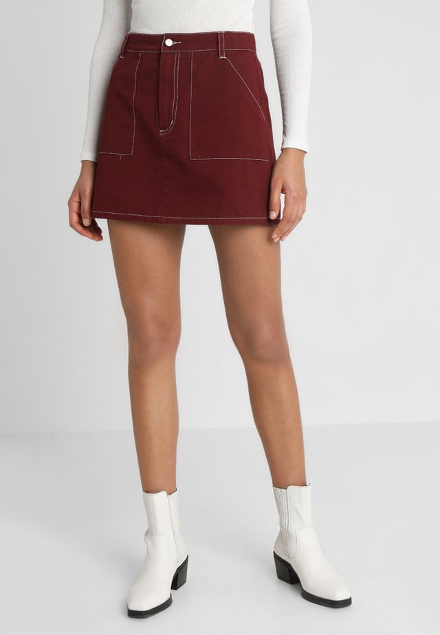 HIGH WAISTED MINI SKIRT WITH CONTRAST STITCHING - A-snit nederdel/ A-formede nederdele - brick