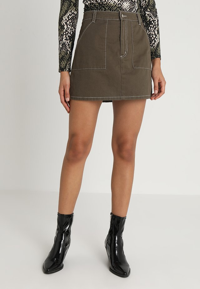 HIGH WAISTED MINI SKIRT WITH CONTRAST STITCHING - Jupe trapèze - olive