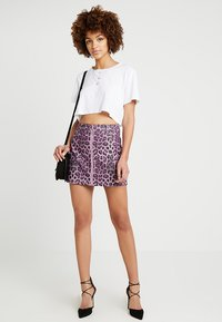Honey Punch - LEOPARD SKIRT WITH FRONT ZIPPER - Mini skirt - purple - 1