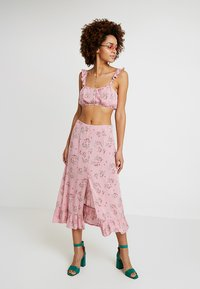 Honey Punch - PATTERNED SKIRT WITH BUTTON DETAIL AND FRONT SLIT - Maxi skirt - mauve - 1