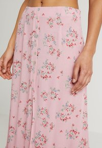 Honey Punch - PATTERNED SKIRT WITH BUTTON DETAIL AND FRONT SLIT - Maxi skirt - mauve - 4