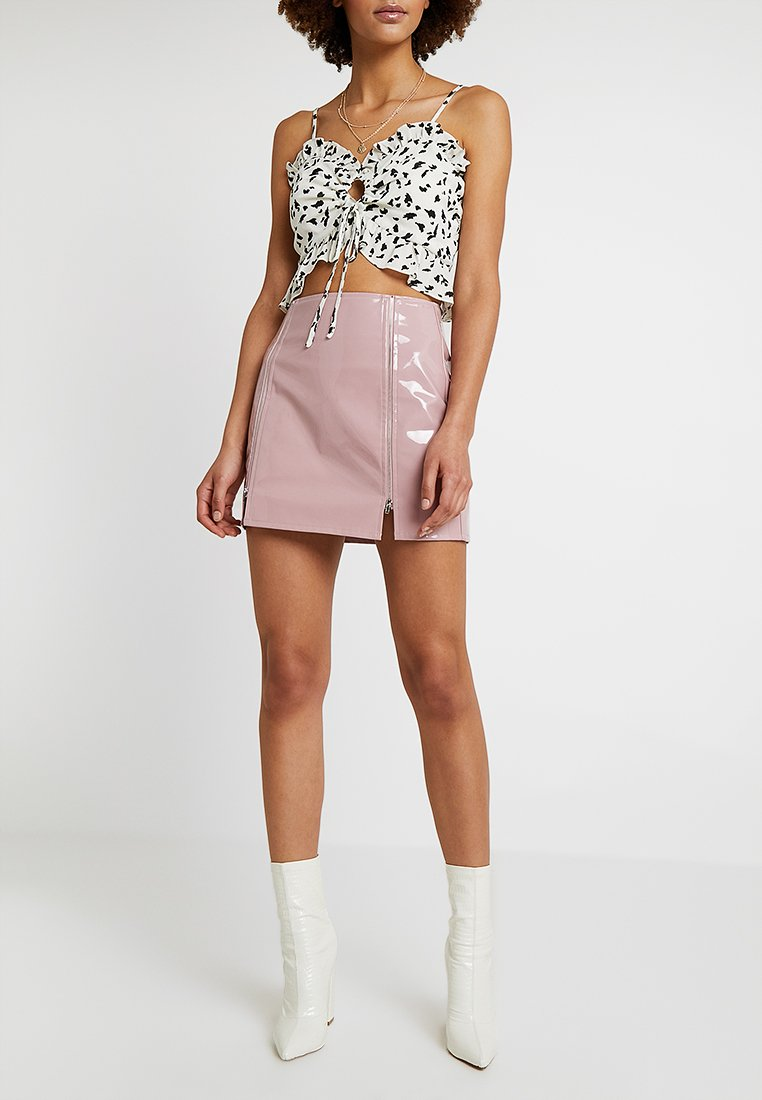 Honey Punch - HIGH WAISTED PATENT SKIRT WITH SLITS - Minisukně - lavender