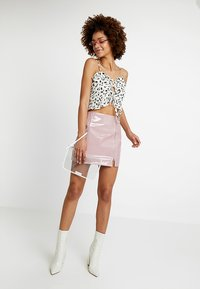 Honey Punch - HIGH WAISTED PATENT SKIRT WITH SLITS - Minisukně - lavender - 1