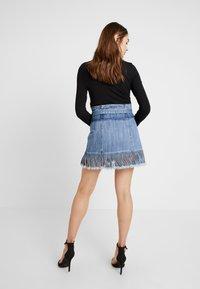 Honey Punch - FRINGE KNOT PAPERBAG SKIRT - Áčková sukně - blue denim - 2