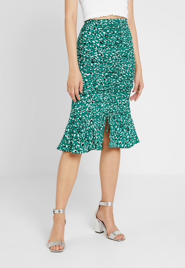 FRONT RUSCHED MERMAID MIDI - Jupe crayon - green