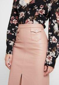 Honey Punch - FRONT SLIT PENCIL SKIRT - Pencil skirt - rose - 4
