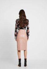 Honey Punch - FRONT SLIT PENCIL SKIRT - Pencil skirt - rose - 2