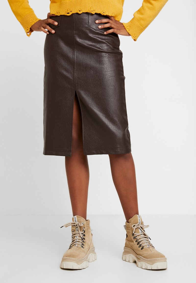 Honey Punch - FRONT SLIT PENCIL SKIRT - Pencil skirt - chocolate