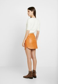 Honey Punch - SKIRT - Minijupe - rust - 2