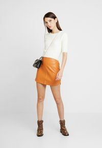 Honey Punch - SKIRT - Minijupe - rust