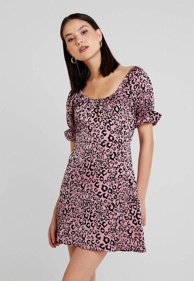 RUFFLE SLEEVE FIT FLARE DRESS - Vestito elegante - pink