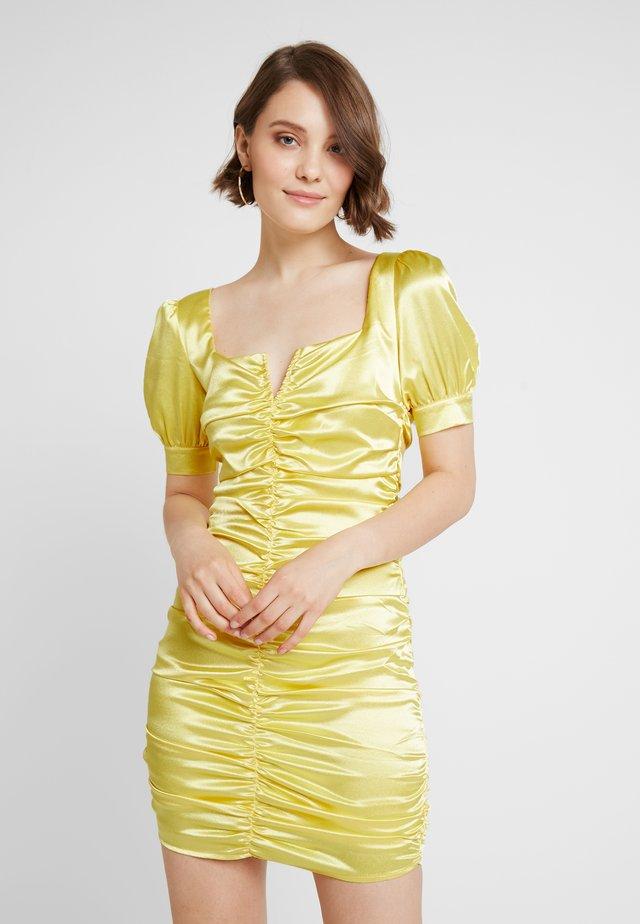 SQUARENECK ROUCHED DRESS - Robe de soirée - yellow