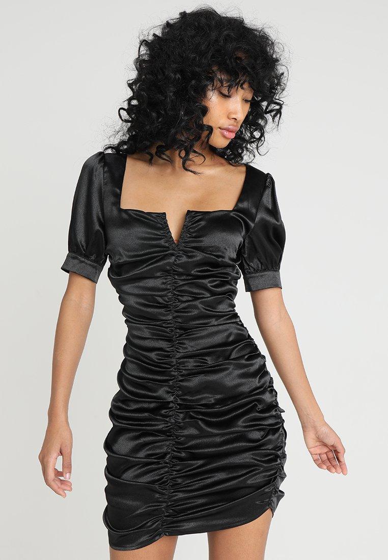 Honey Punch - SQUARENECK ROUCHED DRESS - Vestido de cóctel - black
