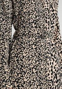 Honey Punch - MIXED ANIMAL PRINT SHIRT DRESS - Maxikleid - black - 4