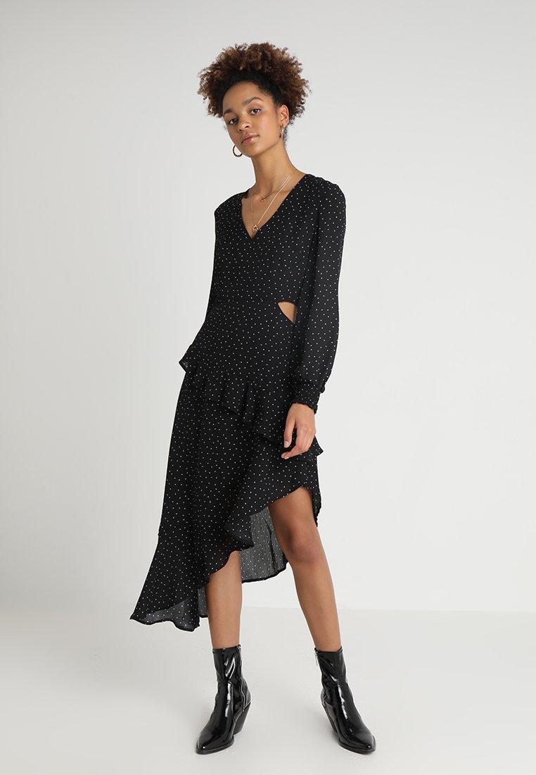 Honey Punch - V NECK LONG SLEEVE ASYMMETRICAL RUFFLE DRESS - Vestido largo - black