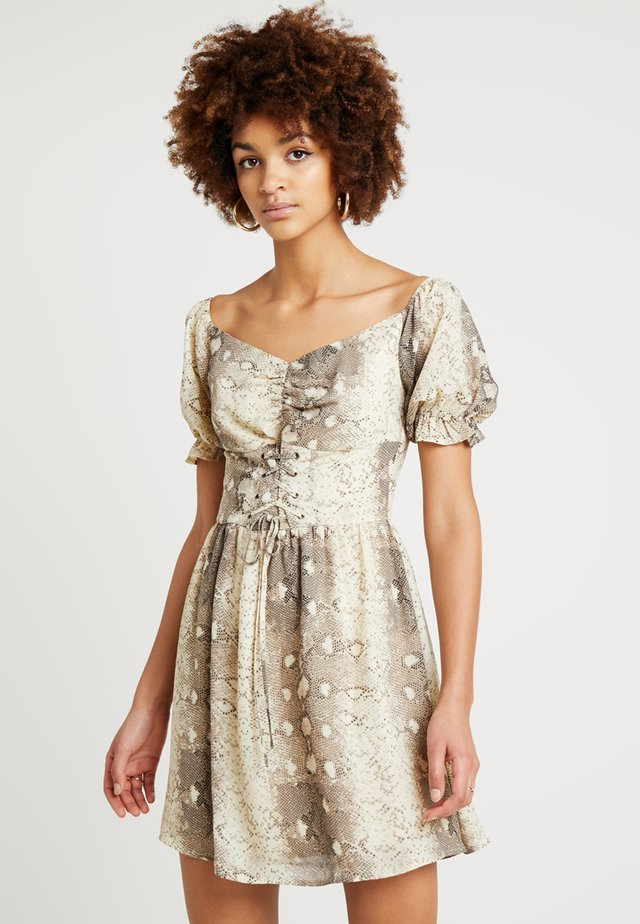 FRONT ROUGED SNAKESKIN DRESS - Vapaa-ajan mekko - beige