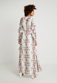 Honey Punch - FLORAL RUFFLE DRESS - Maxi dress - ivory - 2