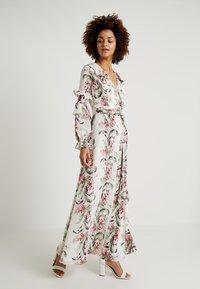 Honey Punch - FLORAL RUFFLE DRESS - Maxi dress - ivory - 1
