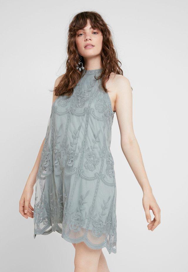 EMBROIDERED HALTER DRESS - Cocktailkleid/festliches Kleid - moss