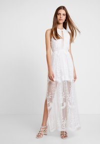 Honey Punch - HALTER NECK DRESS - Vestido largo - white - 2
