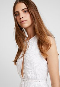 Honey Punch - HALTER NECK DRESS - Vestido largo - white - 4