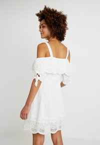 Honey Punch - COLD SHOULDER EYELET DRESS - Skjortklänning - white - 2