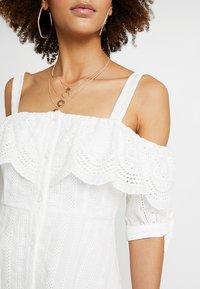 Honey Punch - COLD SHOULDER EYELET DRESS - Skjortklänning - white - 5