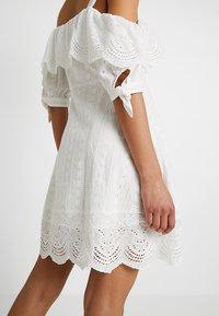 Honey Punch - COLD SHOULDER EYELET DRESS - Skjortklänning - white - 3