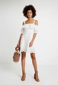 Honey Punch - COLD SHOULDER EYELET DRESS - Skjortklänning - white - 1