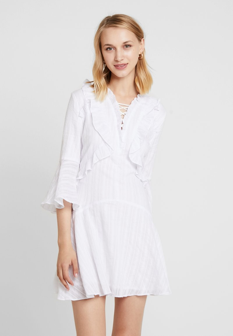 Honey Punch - BELL SLEEVE DRESS - Freizeitkleid - white