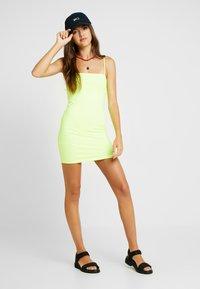 Honey Punch - THIN STRAP TUBE DRESS - Robe fourreau - neon green - 1