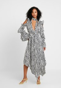 Honey Punch - NECK TIE DRESS - Maxi šaty - black/white - 2