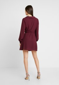 Honey Punch - LONG SLEEVE WRAP FRONT DRESS - Robe d'été - burgundy - 2