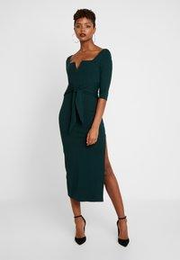 Honey Punch - 3/4 DRESS - Fodralklänning - green - 1