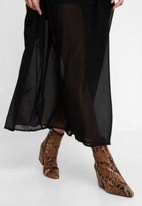 Honey Punch - PUFF SLEEVE DRESS - Vestido largo - black - 6