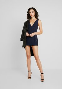 Honey Punch - SLEEVELESS STRIPED DRESS WITH SUITING DETAIL BUTTONS - Day dress - navy - 2