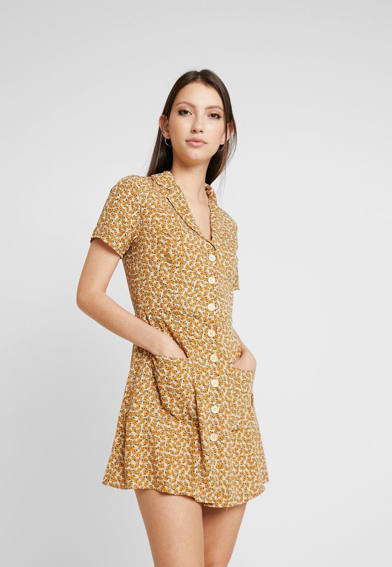 Honey Punch - PRINTED SKATER DRESS - Skjortekjole - yellow