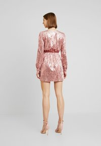 Honey Punch - LONG SLEEVE SEQUIN MINI DRESS - Sukienka koktajlowa - pink - 3