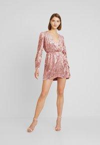 Honey Punch - LONG SLEEVE SEQUIN MINI DRESS - Sukienka koktajlowa - pink - 2