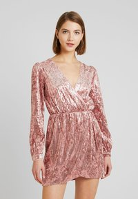 Honey Punch - LONG SLEEVE SEQUIN MINI DRESS - Sukienka koktajlowa - pink - 0