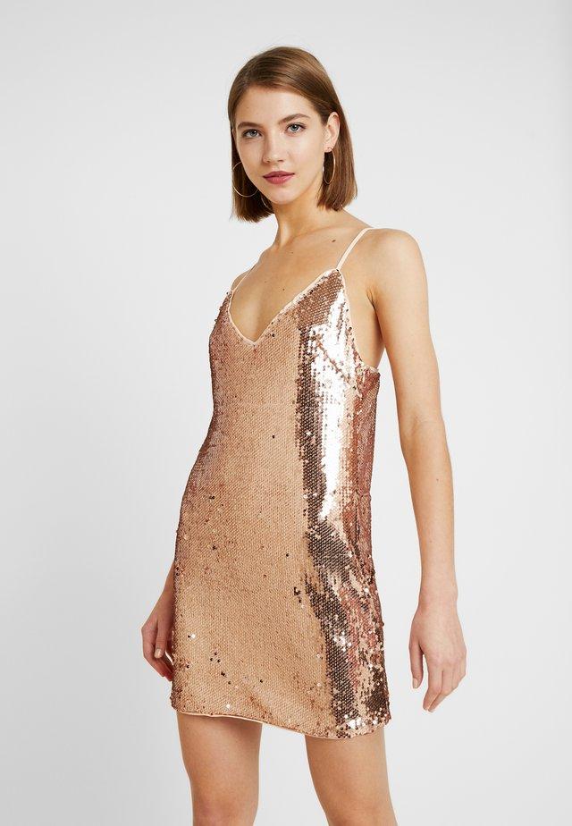 SEQUIN SPAGHETTI STRAP MINI DRESS - Koktejlové šaty/ šaty na párty - gold