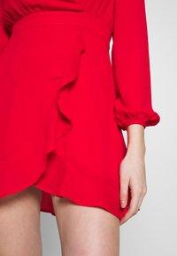 Honey Punch - V NECK WRAP DRESS - Cocktailkjoler / festkjoler - red - 6