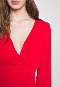 Honey Punch - V NECK WRAP DRESS - Cocktailkjoler / festkjoler - red - 4